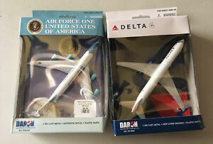 DARON REALTOY RT5734 Air Force One Boeing 747-200B & Delta RT4994( Two Toys)