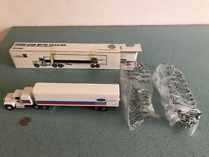 ERTL 1:64 FORD NEW HOLLAND CAB W/TRAILER #315  PLEASE SEE PICTURES FOR CONDITION