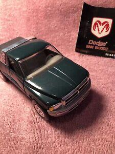 1/32 Scale 1994 Dodge Ram 1500 V8 SLT Diecast Pickup Truck - New-Ray SS-44723WM