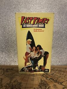 Fast Times at Ridgemont High {VHS} Sean Penn Phoebe Cates-R-1982- Preowned