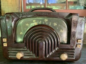 Vintage  1940's Zenith Art Deco Bakelite Tube Radio - Working