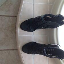 L.A.M.B Brook by Gwen Stefani strappy peep toe sandal. Black/pink. Size 8.5.