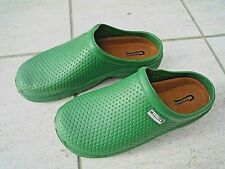 NEW Town & Country green lightweight patterned CLOGGIES--Size 9 UK adult.