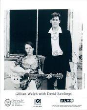 1996 David Rawling Gillian Welch Playing Electric Gibson Guitar Press Photo