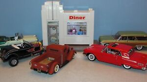 WCPD 1:24 DINER - NEW IN BOX - DISCONTINUED - CARS NOT INCLUDED
