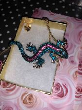 Betsey Johnson Necklace Gecko Lizard Crystals Pink Blue Gold Gift Box
