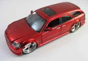 Jada, 2006 Dodge Magnum R/T, Dub City, Big Ballers Candy Red, 1:18 Scale Diecast