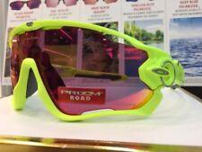 Occhiali da sole da uomo gialli marca Oakley prodotta in Italia