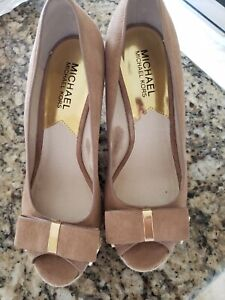 MICHAEL KORS WOMEN'S TAN TAUPE SUEDE LEATHER WEDGE SHOES W/ BOW 7 1/2 M PREOWNED