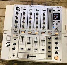 Pioneer DJM-700  table de mixage