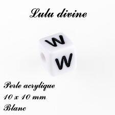 Perle acrylique alphabétique de 10 x 10 mm, Blanc : Lettre W (Lot de 10 perles)