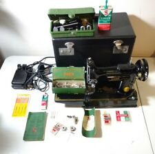 VINTAGE 1952 SINGER FEATHERWEIGHT SEWING MACHINE IN CASE MODEL 221 CAT. 3-120