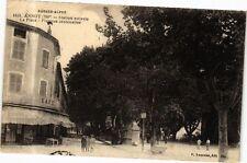 CPA  Basse-Alpes -Annot (700m) -Statue estivale - La Place -Platanes ...(244278)