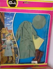 Vintage Pedigree Sindy Boxed Complete 1981 Stormy Weather Outfit NRFB NEW 44344