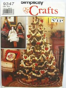 Simplicity Craft Pattern 9347 Christmas Dolls Pillows Ornaments Tree Skirt Uncut