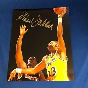 KAREEM ABDUL-JABBAR Hand Signed Lakers Sky Hook Shot 8x10 Photo