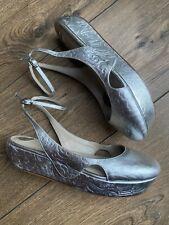 Angeline Lee Luxe Designer Tooled Silver Leather Platform Sling back Heels 4 37