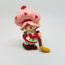 Vintage Strawberry Shortcake Mini Broom Sweeping PVC Figure SSC