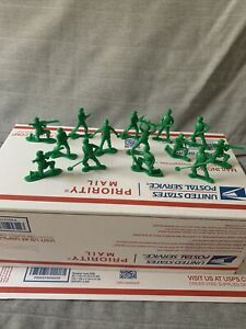 Disney Pixar Toy Story Green Army Men Toy Soldiers Figures lot of 14 Read Descr