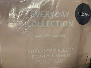Supersoft Fleece Fluffy V Cushion