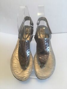 ME TOO Cyrus Silver Thong Comfort Sandals US Sz 6.5M
