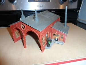 HO SCALE 2 STALL ENGINE HOUSE  NO DOORS