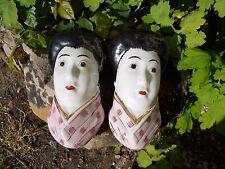 Ancienne paire de bouquetières porte fleurs en porcelaine décor femme Asiatique