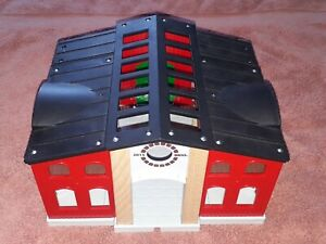 BRIO HORSE STABLE WOODEN BUILDING, VGC, CONNECTS TO TRAIN TRACK, NICE QUALITY!