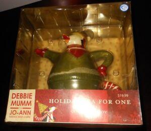 "Debbie Mumm ""PENGUIN HOLIDAY TEA FOR ONE MUG / TEAPOT SET"" (NIB)"