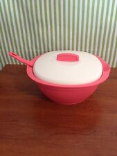 New Tupperware Essentials Legacy Soup Server Bowl with Spoon 7 1/2 cups Guava