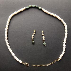 Set, echte Perlenkette (54cm) mit Ohrringe, und Malachit Edelsteine.