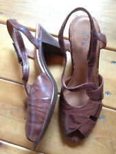 Clarks 9.5 Brown Leather Sandals Heels Worn Once