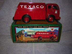1996 Texaco Gas Station Diecast Bank. 1949 White Tilt Cab Item number F950.