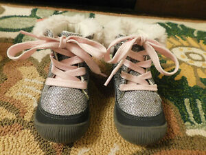 OSH KOSH Metallic Mesh Snow Boots Toddler Sz 6 Silver Pink Sparkle Faux fur trim