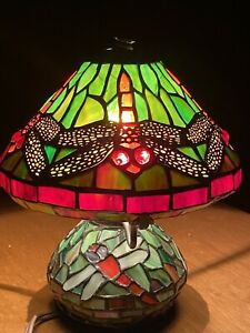 """Tiffany-style Dragonfly Table Accent Lamp with Mosaic Base 14"""" Shade"""