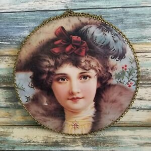Vintage Flue Cover Victorian Style Winter Christmas Girl Glass Chain Border