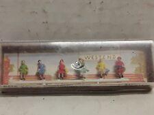 Vintage Merten HO scale model railroad women passengers sitting 853