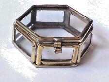"PRETTY BRASS & GLASS TINY 6 SIDED PILL BOX 1.5""/4cm.x1.5""/4cm.only £3.50 NWT"