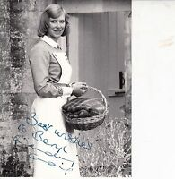 WENDY CRAIG HAND SIGNED B/W 8 x 6 INCH PHOTOGRAPH