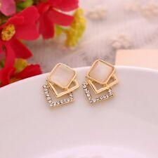 Ohrringe gold mit Strass und beige Opal. Ohrstecker Goldüberzogen