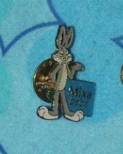 "Toons  Looney Tunes VINTAGE Small PIN Bugs Bunny Mixa Bébé RARE 1"""