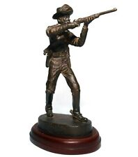 BERNARD KIM (AMERICAN, 20TH C) SM BRONZE STATUE ON BASE US RIFLEMAN, INDIAN WARS