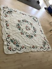 Unbranded White Floral Quilt - Size Full /Queen