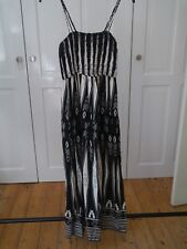 Vero Moda Black And White aztec print maxi dress size small / 8