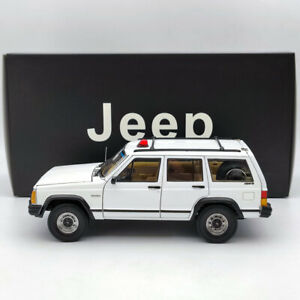 1/18 Jeep XJ Cherokee SUV 4x4 white Diecast Models Limited Collection