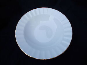 Royal Worcester WARMSTRY Gold Edge. Rimmed Soup Plate. Diameter 9 1/4 inches