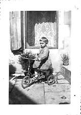 PHOTO PETITE FILLE & TRICYCLE