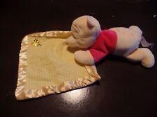 doudou WINNIE couché sur mouchoir brodé abeille NICOTOY DISNEY