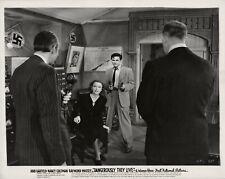 Nancy Coleman, John Garfield ~ ORIG 1941 scene still ~ Dangerously They Live