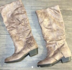 Brown Boots, never worn, size 8.